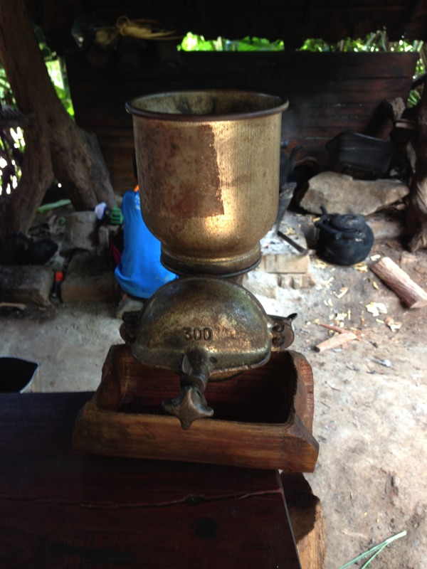 Coffee grinder Mae Klang Lunag village